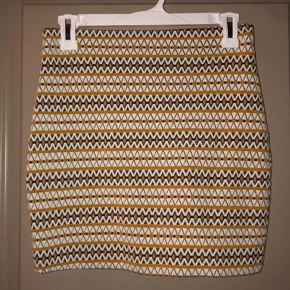 Express Dresses & Skirts - Express Geometric Print Knit Skirt